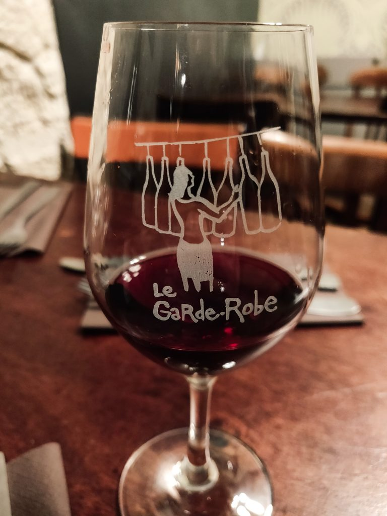 Le garde robe - bar à vin dans le premier arrondissement de paris