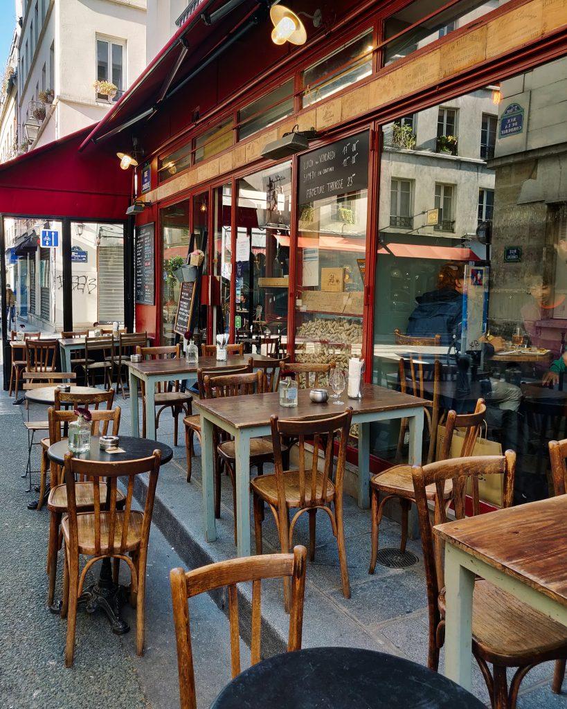 Terrasse du bar à vin Le Barav