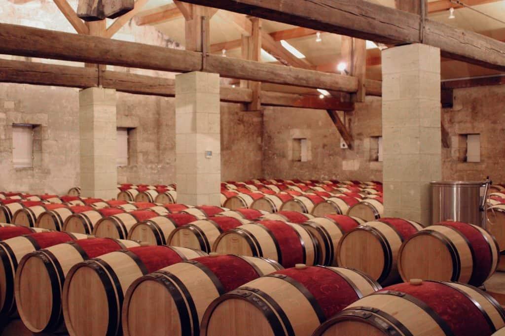 Chai à barriques du Château Grand Mayne